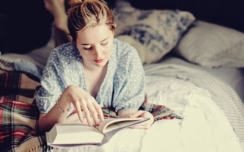 잠자리 독서는 뇌에 좋은 습관이다