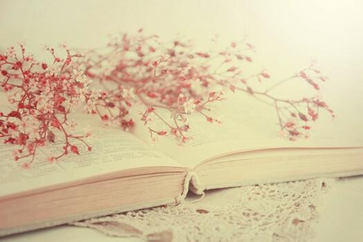 책 위의 꽃