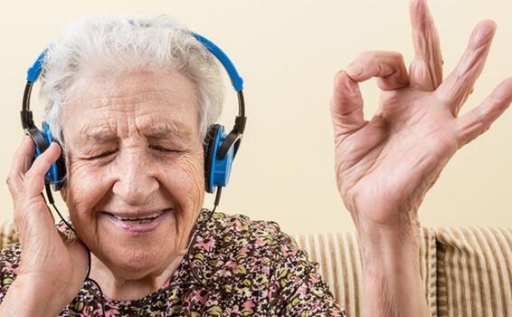 음악과 알츠하이머: 잠자고 있던 감정을 일깨우기