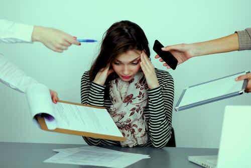 집단 괴롭힘 및 직장 내 괴롭힘이란 무엇일까?