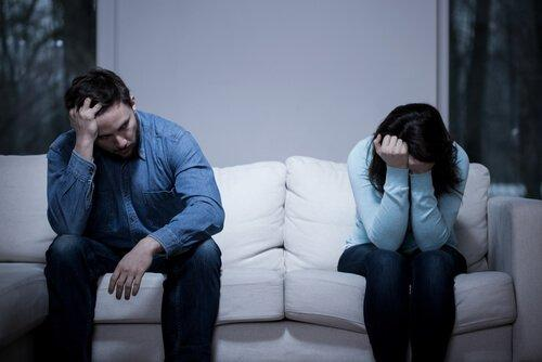 행복하지 않은 커플들이 계속 함께하는 이유