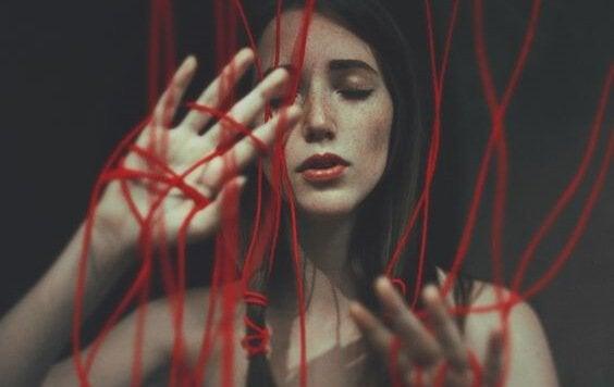 붉은 줄 소녀