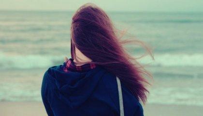 바다를 바라보는 여자