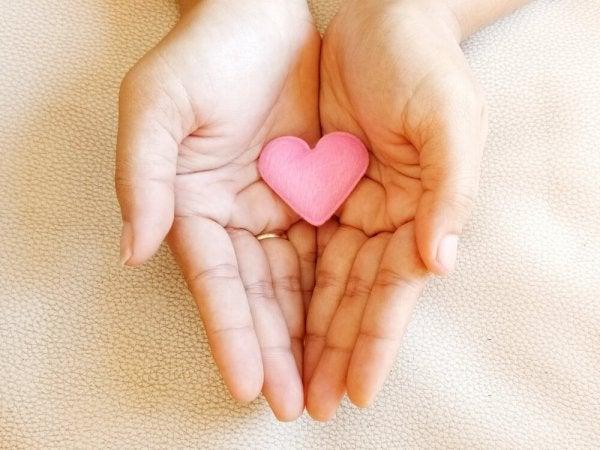 사랑의 치유력: 사랑은 과거를 지우지는 않지만, 미래를 바꾼다