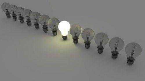 빅터 퀴퍼스가 말하는 '전구 효과': 태도가 중요한 이유
