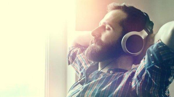 편안하게 음악을 듣는 것의 10가지 이점