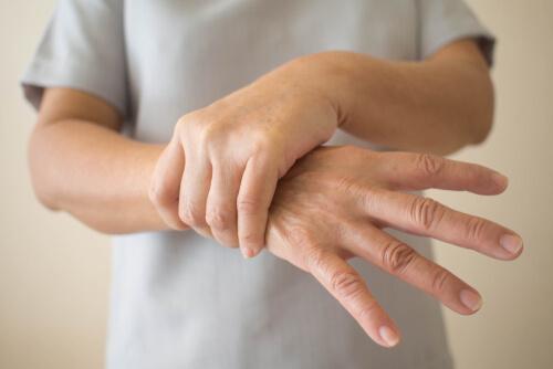 파킨슨병의 7가지 초기 증상에 대해 알아두자
