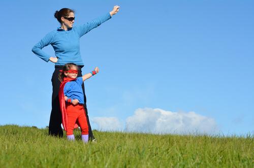 슈퍼맘: 슈퍼맘에게 보호받는 아이들에게도 자신의 삶이 있다
