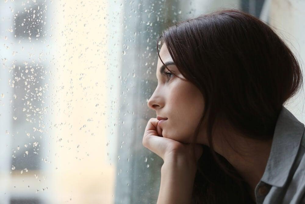 우울한 여자: 설탕이 뇌에 미치는 해로운 영향