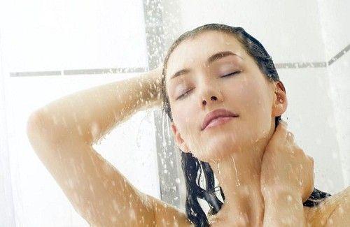 샤워하는 여자