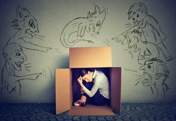 상자 안에 숨은 여자