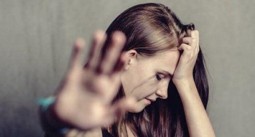 가정 폭력의 심리적 영향: 무엇이며 어떻게 극복할 수 있는가