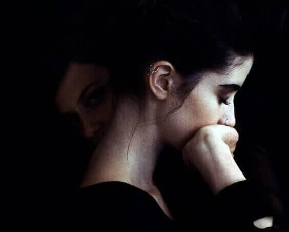 불안감을 느끼는 여성: 불안 장애와 높은 IQ 사이의 관계