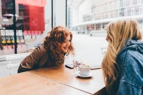 커피 마시는 친구