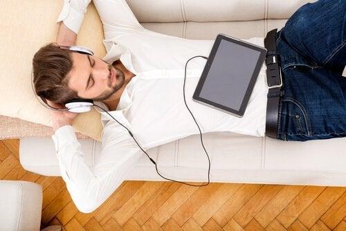 음악 듣는 남자