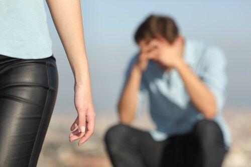 이별을 애도하기: 헤어진 후 마음을 정리하기 위한 5가지 단계