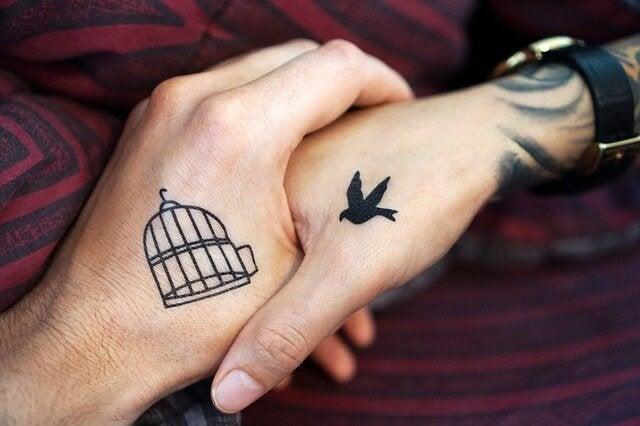 사랑은 왔다가 가지만 진정한 우정은 영원하다