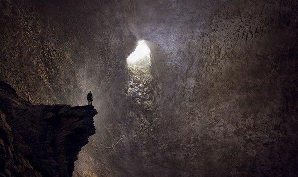 동굴에 갇힌 사람