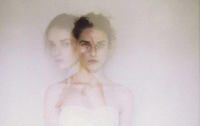 자멸적 성격의 여성: 자기 파괴적인 사람들: 10가지 특징