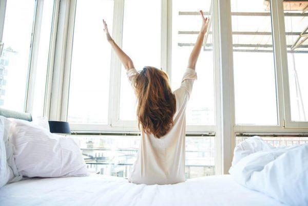 피곤함을 느끼며 기상하는 것을 멈추기 위한 6가지 방법