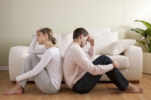 낭만적인 사랑을 망치는 3가지 요인