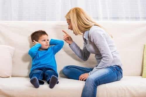 아이에게 소리를 지르면 나타나는 2가지 결과