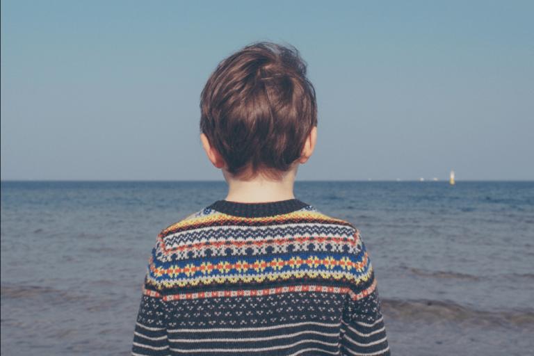 슬픔과 애도에 잠긴 아이를 이해하고 돕는 방법