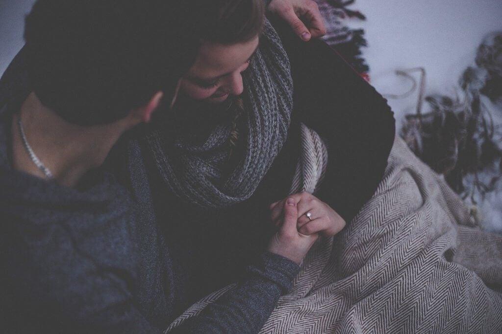 무대 뒤의 사랑 이야기는 별로 보여주지 않는다