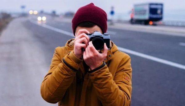 사진 찍는 남성