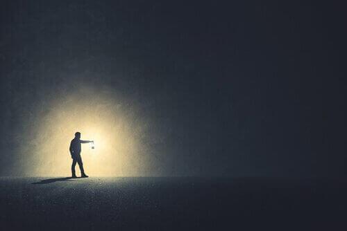 빛을 보려면 어둠이 있어야 할까?