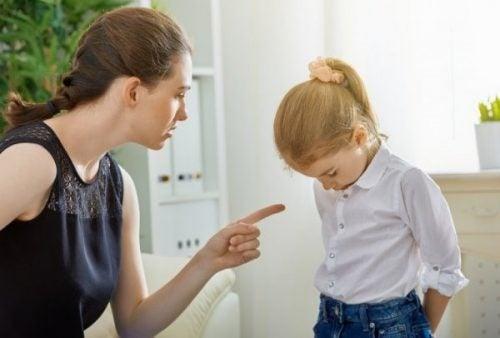 나르시시스트 엄마가 딸에게 미치는 영향