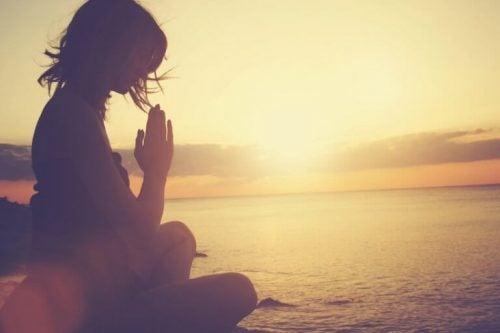 마음챙김 명상은 우울증 극복에 도움이 된다