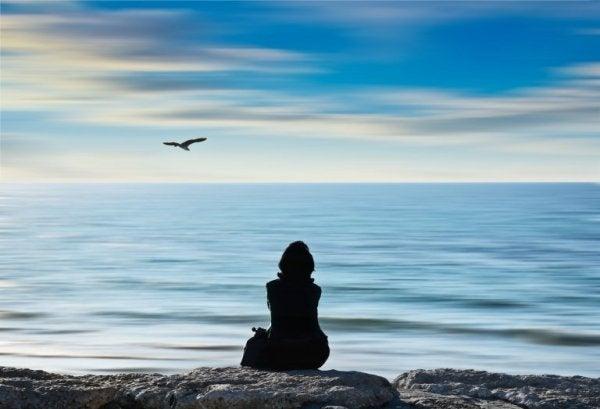 바닷가의 여성