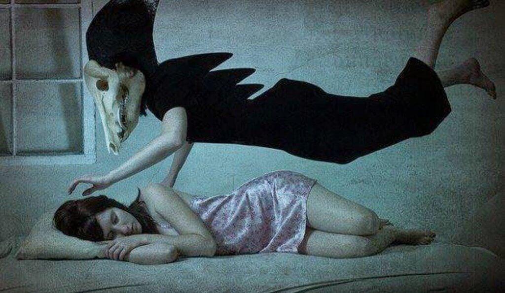 수면 마비는 잘 때나 깰 때에 발생할 수 있다
