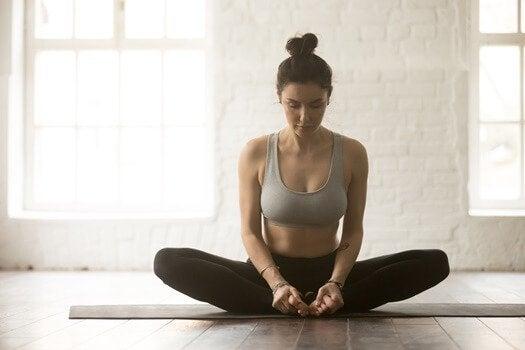 요통을 완화시키는 6가지 요가 자세