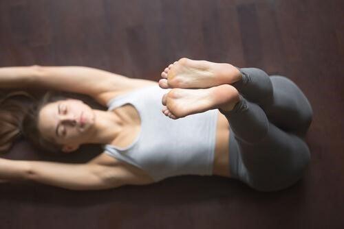 잠을 더 잘 자기 위한 요가 좌법 4 가지