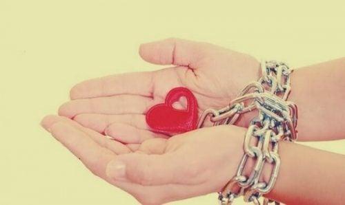 심리적 의존성은 자신과의 관계에 해를 끼친다