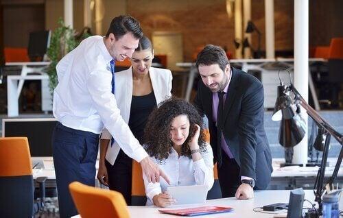 팀을 하나로 뭉치기: 직원