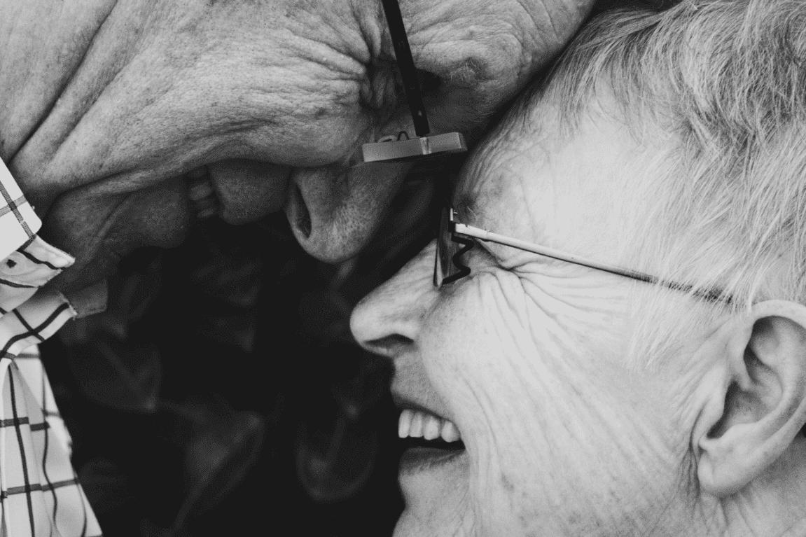 함께 웃는 조부모