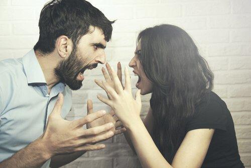 분노하는 두 사람