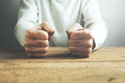 분노의 정의와 제어 방법