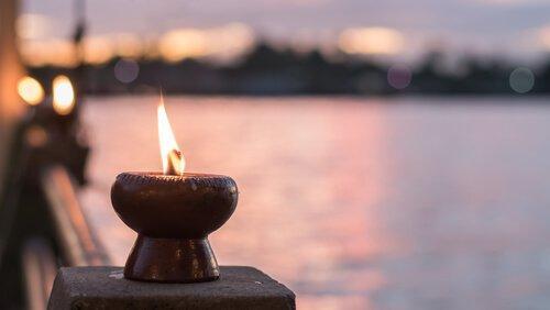 바닷가의 촛불