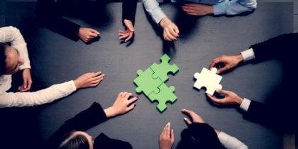 집단 규범은 집단에 속한 개인의 행동하는 기준점이다