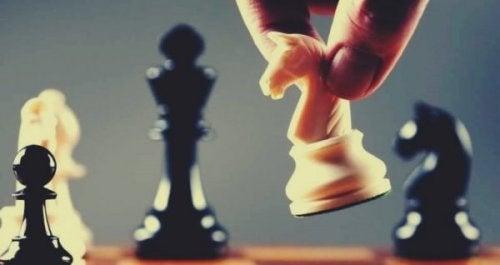 전략적 사고는 실습으로 학습된다