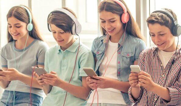 """""""스마트폰 세대""""의 5가지 무서운 공통점"""