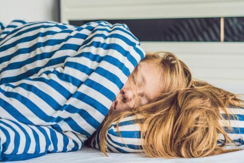 너무 오래 자는 경우 생길 수 있는 5가지 건강 문제