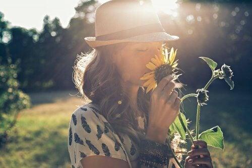 단절되면 행복하다: 꽃과 여자