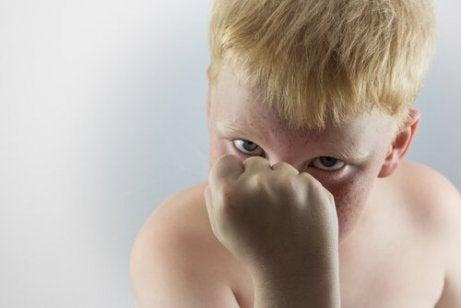 탄산음료: 폭력적인 아이