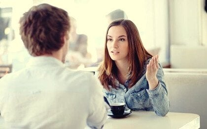 공감 없는 듣기: 감정적 애착의 결여