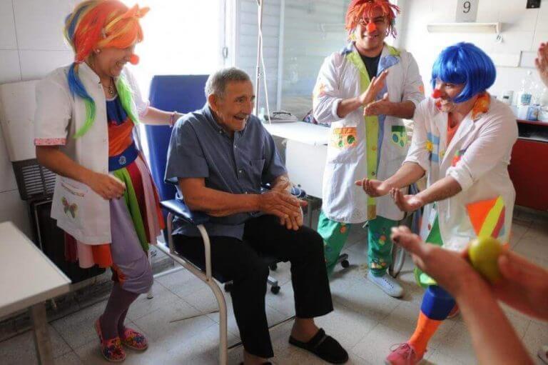 웃음 치료의 이점 7가지
